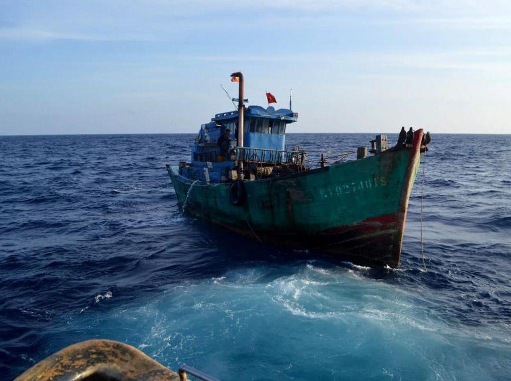 Detik-detik Penangkapan Kapal Maling Ikan Asal Vietnam