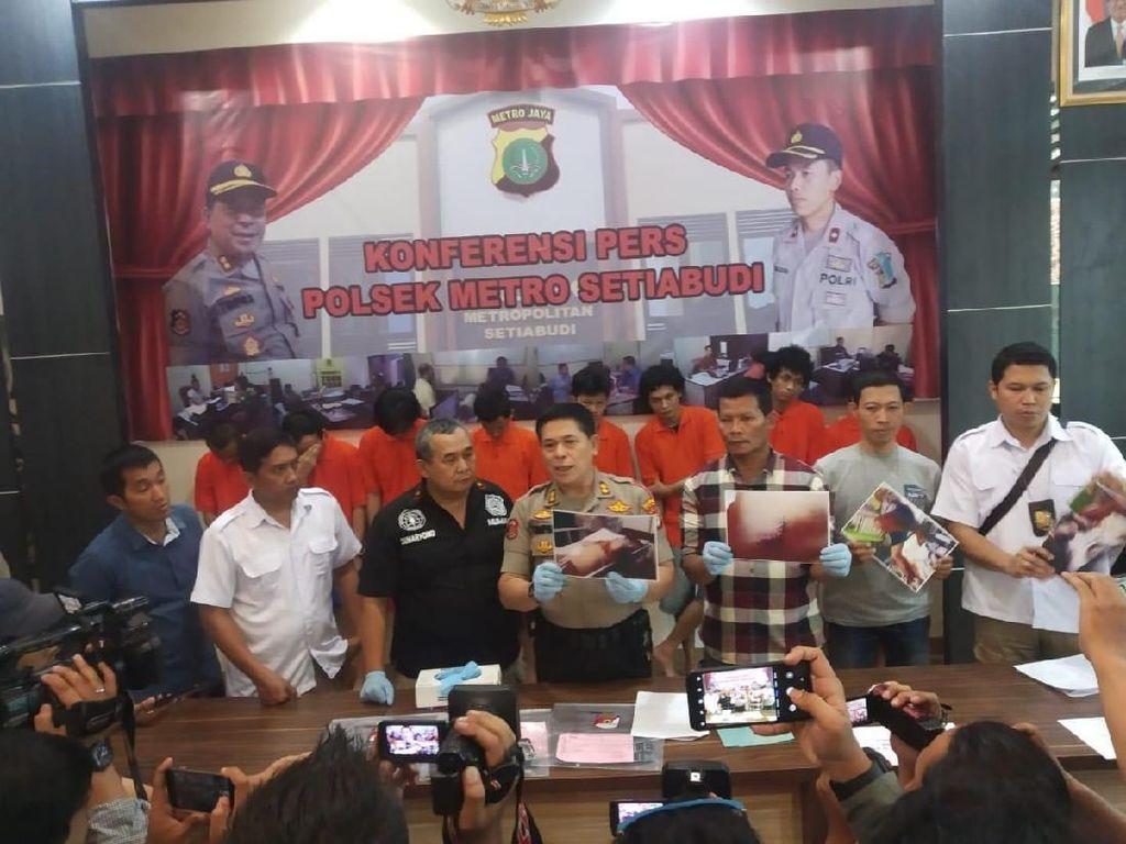 Polisi Gadungan Ditangkap Karena Peras Warga di Flyover Karet