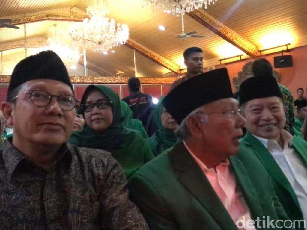 Mukernas PPP Dimulai, Suharso-Lukman Hakim Cipika-cipiki