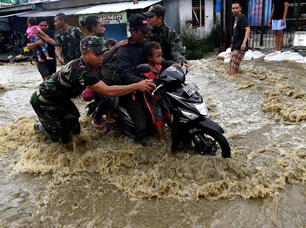 Kata TNI soal Penyebab Banjir dan Lonsor di Jayapura