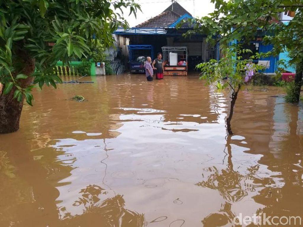 Desa di Pasuruan Terendam Banjir Lebih 1 Meter, Aktivitas Warga Lumpuh