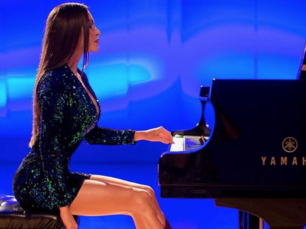 Pesona Pianis Seksi Idola Donald Trump