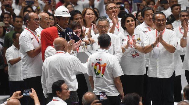 Helm Proyek untuk Jokowi dari Para Konglomerat