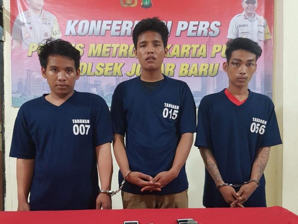 Todong Penumpang Angkot, 3 Pemuda Dihakimi Massa di Johar Baru