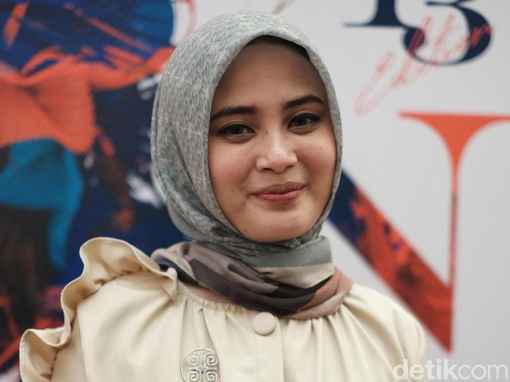 Setelah Hijab Anti Air, Restu Anggraini Rilis Busana Anti Minyak dan Tanah