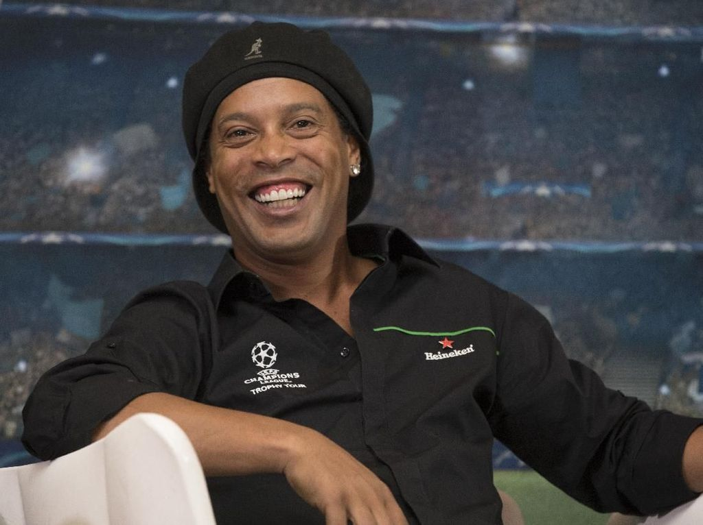 Cerita Ronaldinho Hidup Harmonis Serumah dengan Kedua Pacarnya