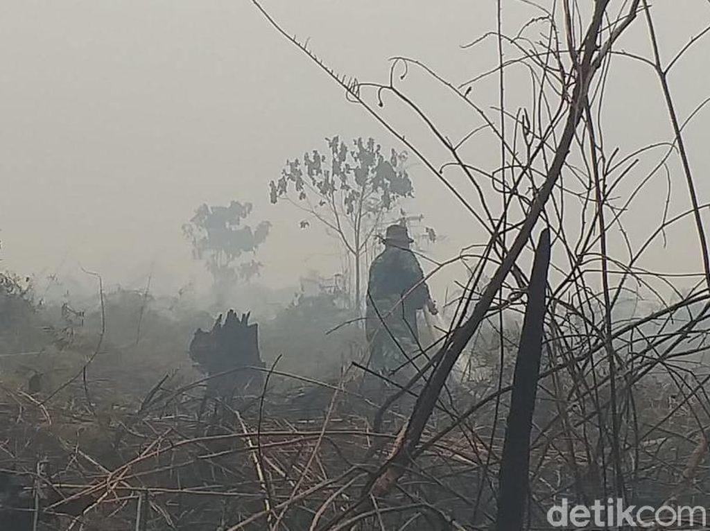 Video: Warga Rengat Bertahan Melawan Asap Karhutla Riau