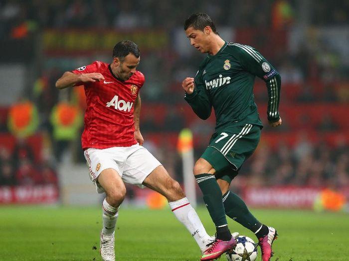 Ryan Giggs saat berhadapan dengan Cristiano Ronaldo di laga Manchester United melawan Real Madrid. (Foto: Alex Livesey/Getty Images)
