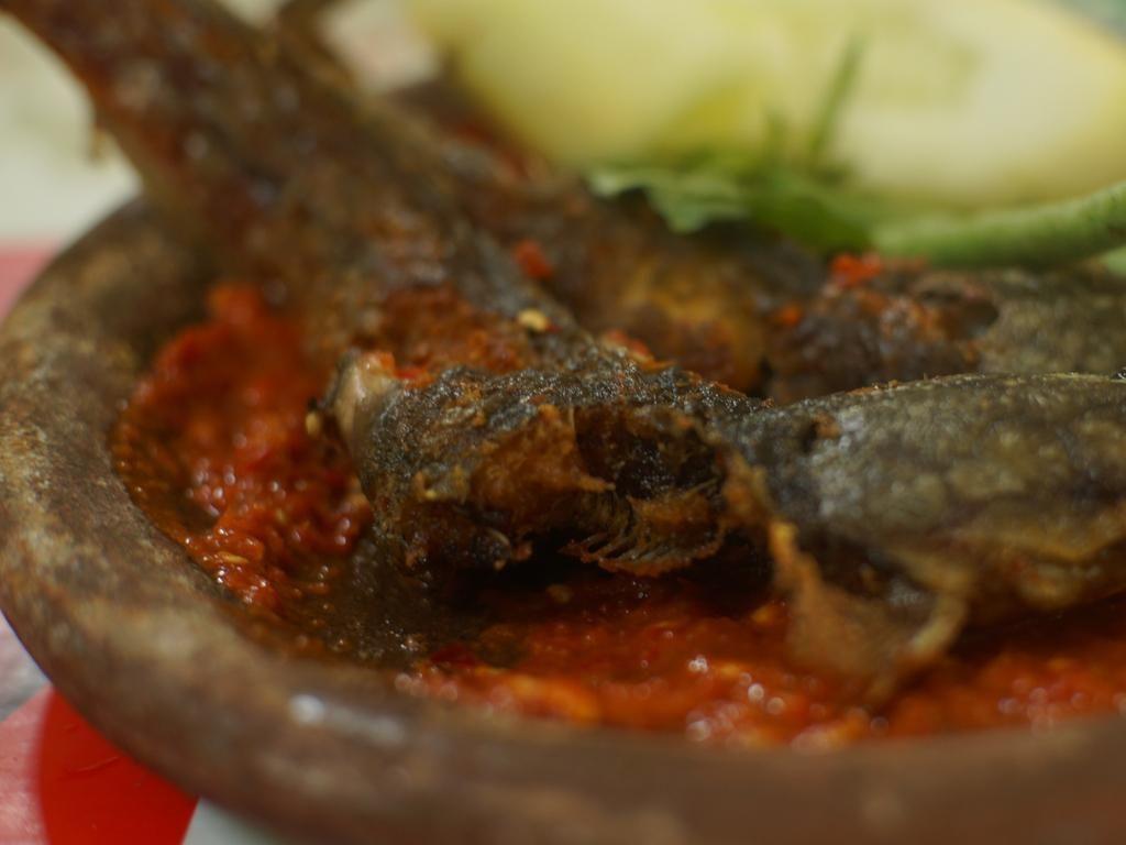 Nikmatnya Pecel Lele, Makanan Merakyat yang Gurih Renyah