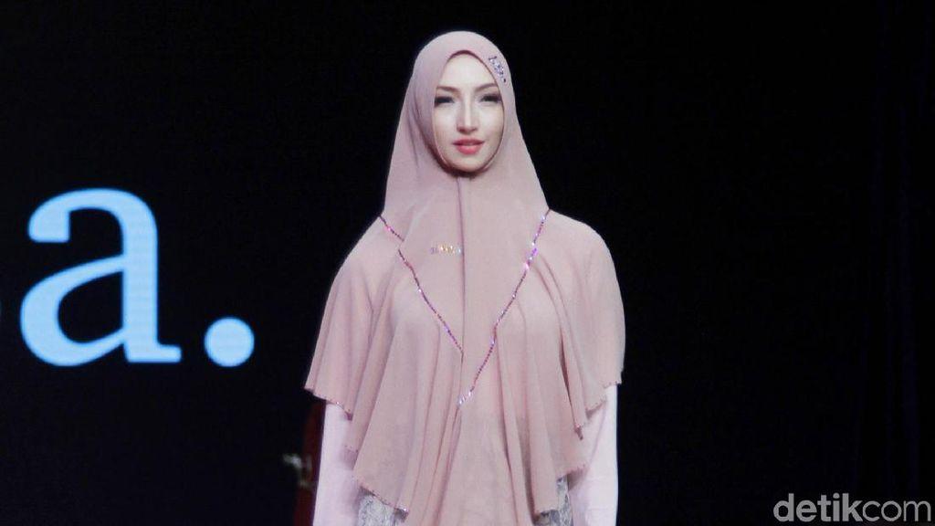 Foto: Koleksi Terbaru SiSeSa, Ada Kebaya Syari hingga Gamis Olahraga