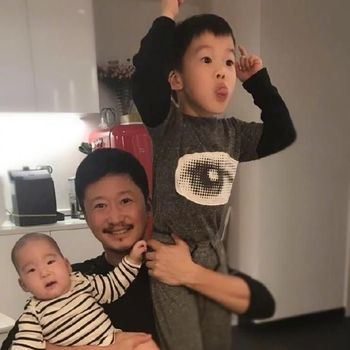 Wu Jing dan anak-anaknya.