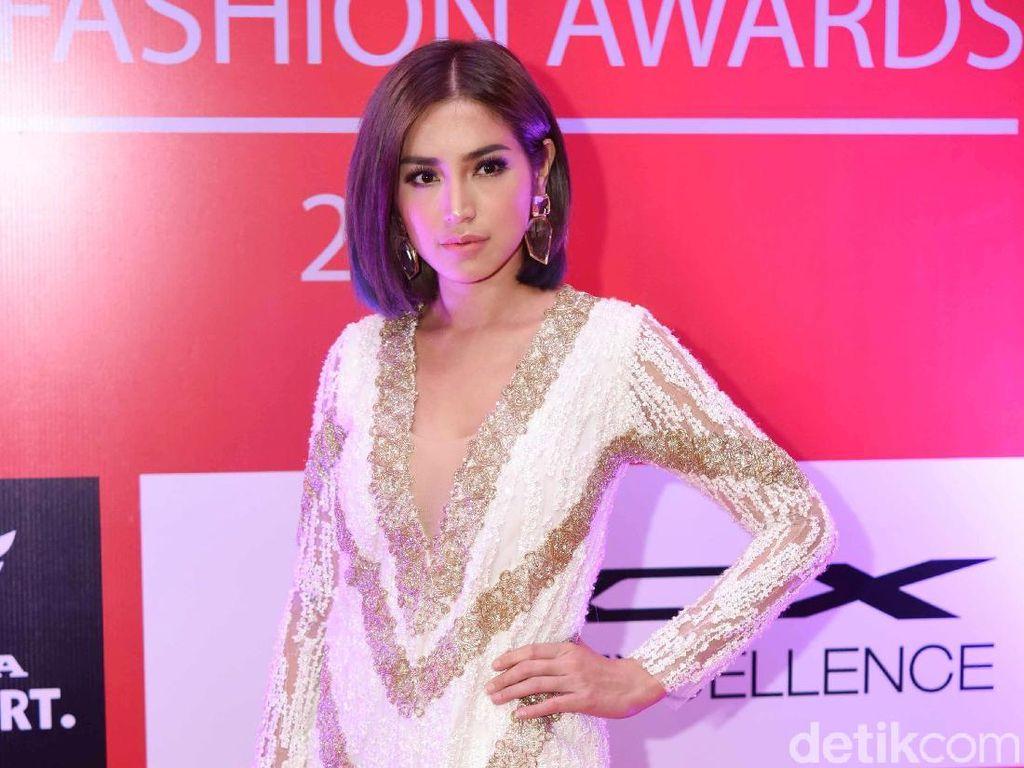 Gaya Seksi Jessica Iskandar di Insert Fashion Awards 2019