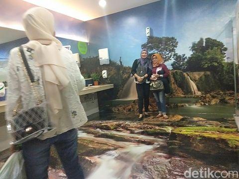 Toilet 3D di Bandara Juanda Surabaya