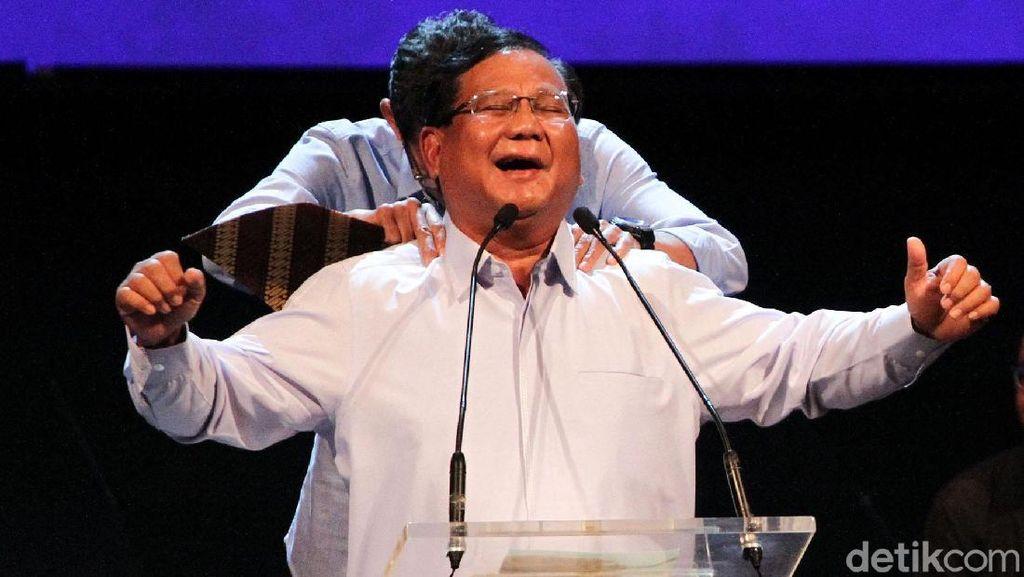 Prabowo Kembali Menari dan Dipijat Sandiaga