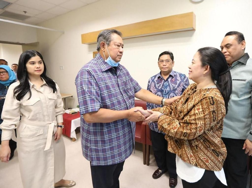 Puan Maharani Jenguk Ani Yudhoyono di Singapura