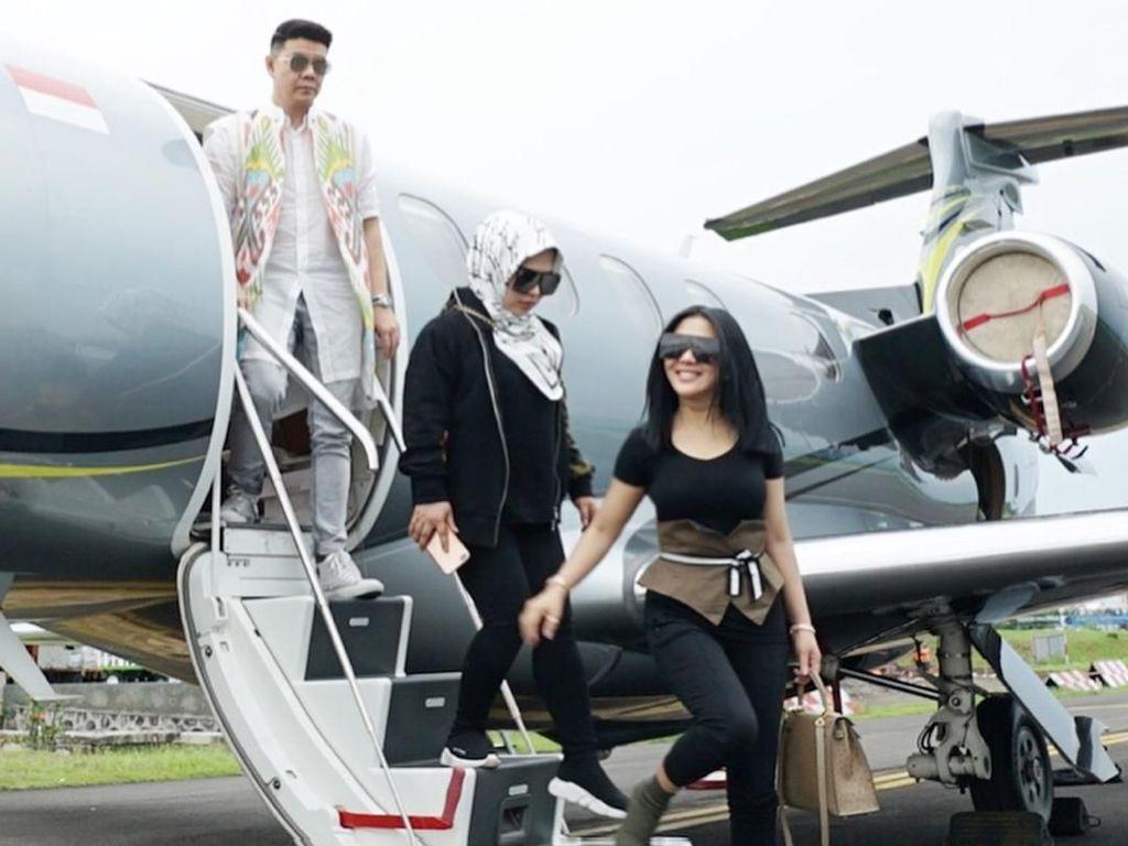 Kerap Posting Foto di Jet Pribadi, Hotman Paris Sebut Syahrini Hanya Gonta-ganti Baju