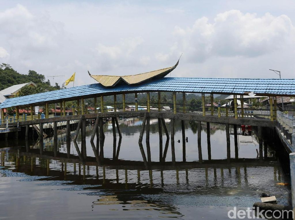 Ini Lho Jembatan di Halmahera yang Terbuat dari Batu Bacan
