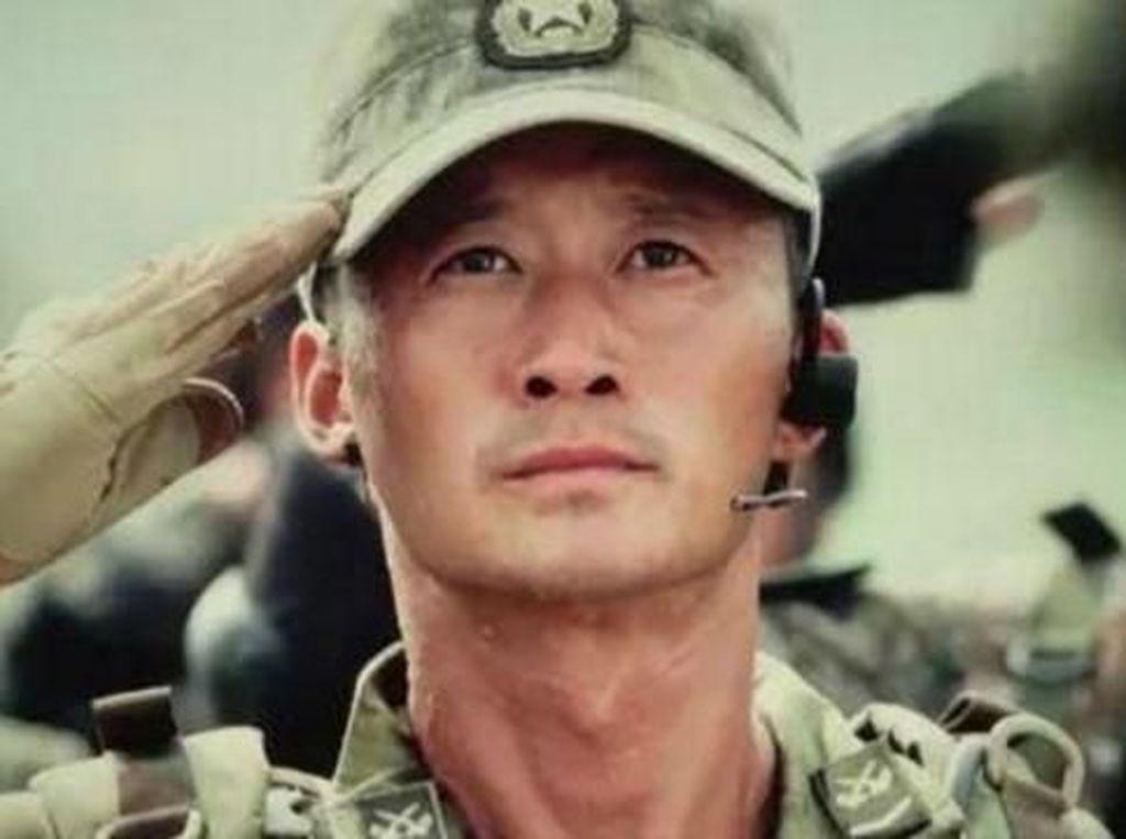 Kenalan dengan Aktor China Wu Jing, Si Ayah Tertampan di Asia