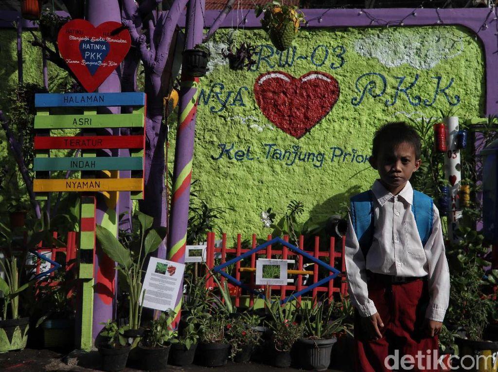 Taman Obat Keluarga di Jakut Asri Banget