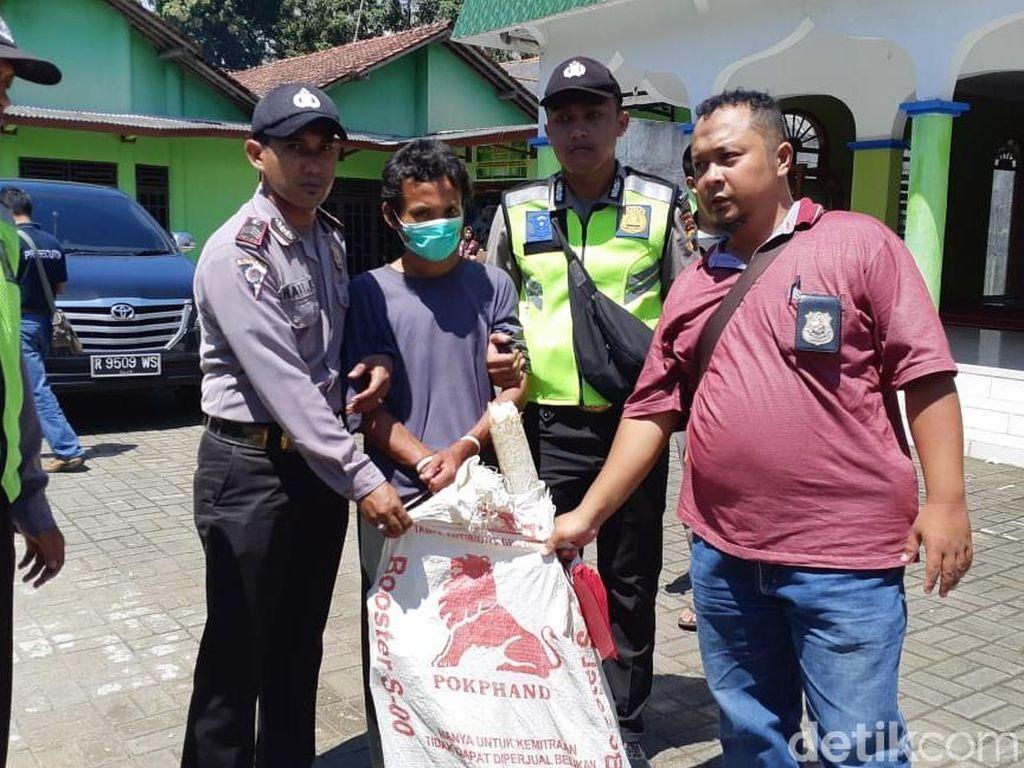 Polisi Sita Pisau dan Payung Pengacak-acak Masjid di Banyumas
