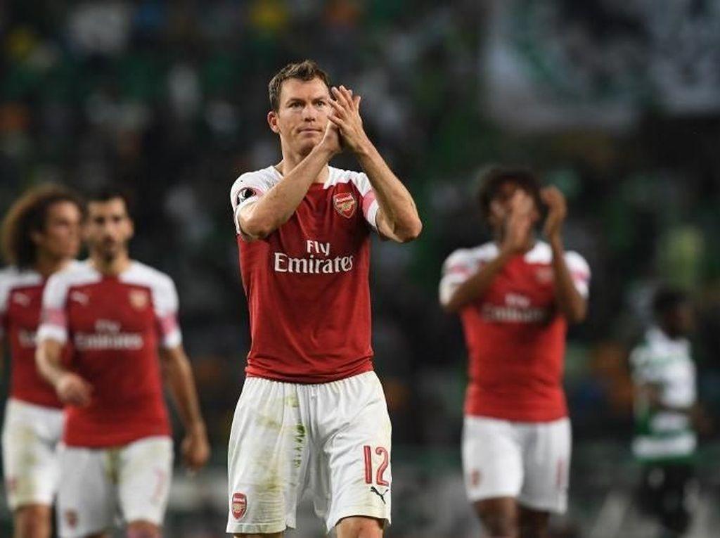 Lichtsteiner Akui Sulit Bertahan di Arsenal