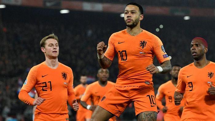 Memphis Depay tampil gemilang saat mengantar Belanda mengalahkan Belarusia 4-0 di Kualifikasi Piala Eropa 2020. (Foto: Piroschka Van De Wouw/Reuters)