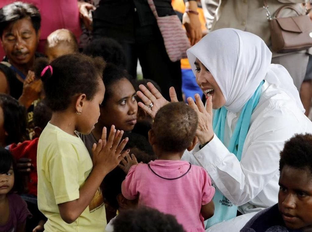 Hibur Anak-anak Korban Banjir Bandang Papua