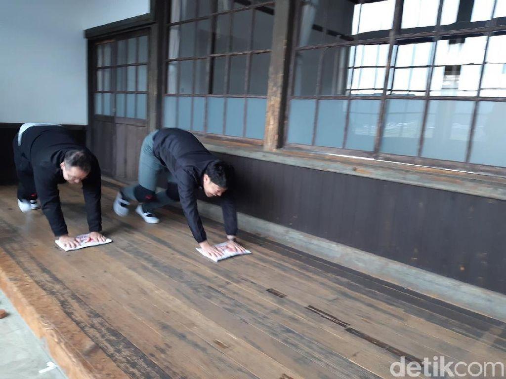 Foto: Mau Coba Lomba Ngepel di Jepang?