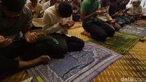 Video: Jumatan Dulu Sebelum Melawan Thailand