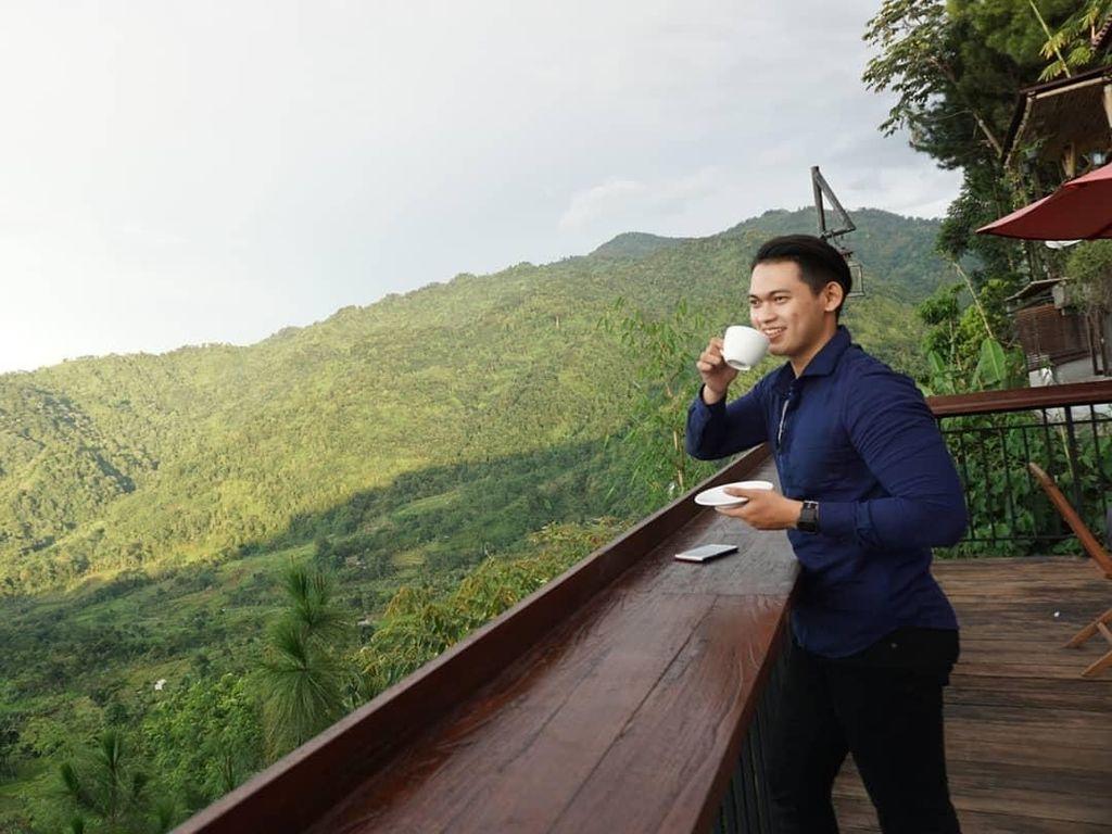 Dikabarkan Putus dari Elly Sugigi, Irfan Sebaztian Ternyata Hobi Ngopi