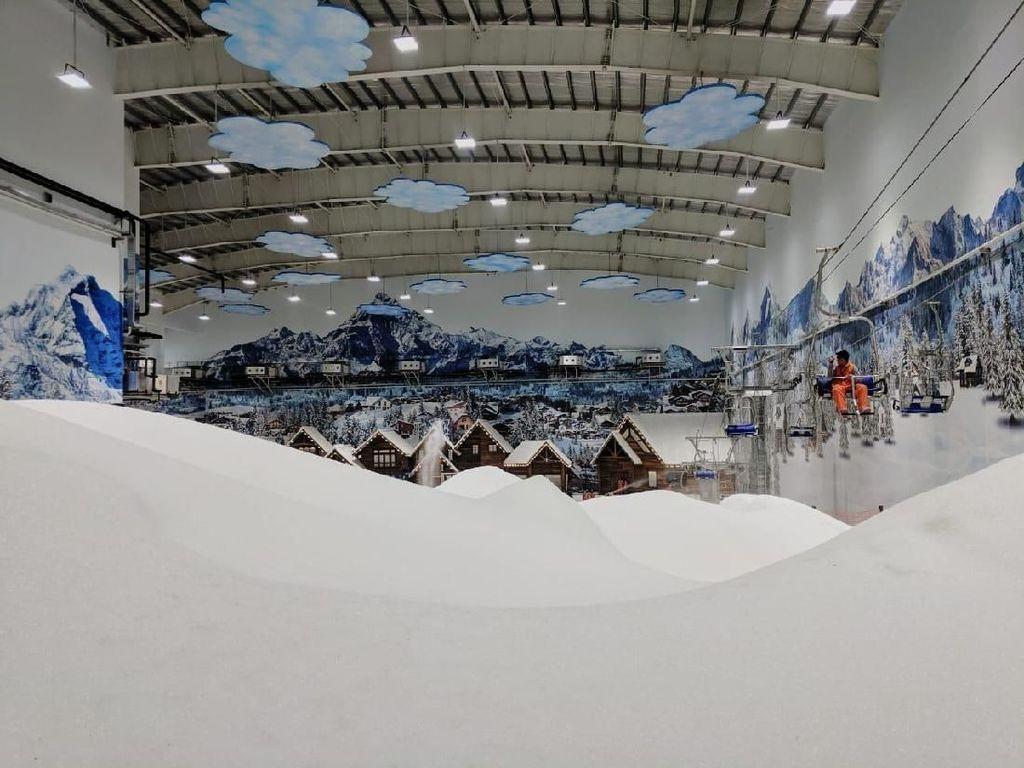 Keseruan Wisata Salju di Trans Snow World Juanda