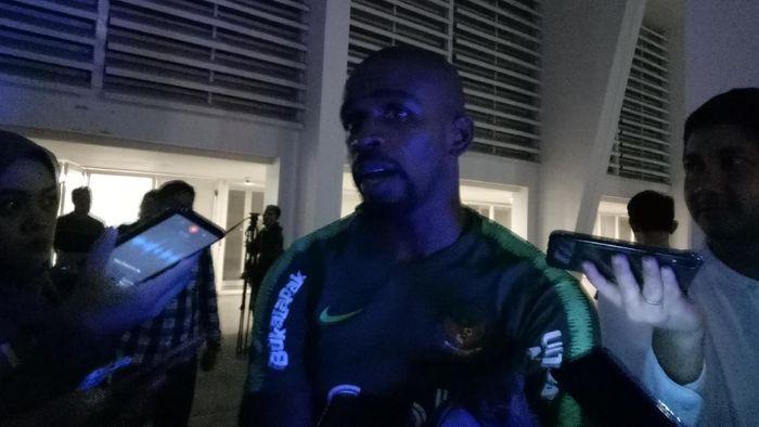 Greg Nwokolo menolak anggapan bahwa usia akan menghambat penampilannya di timnas Indonesia. (Foto: Amalia Dwi Septi)