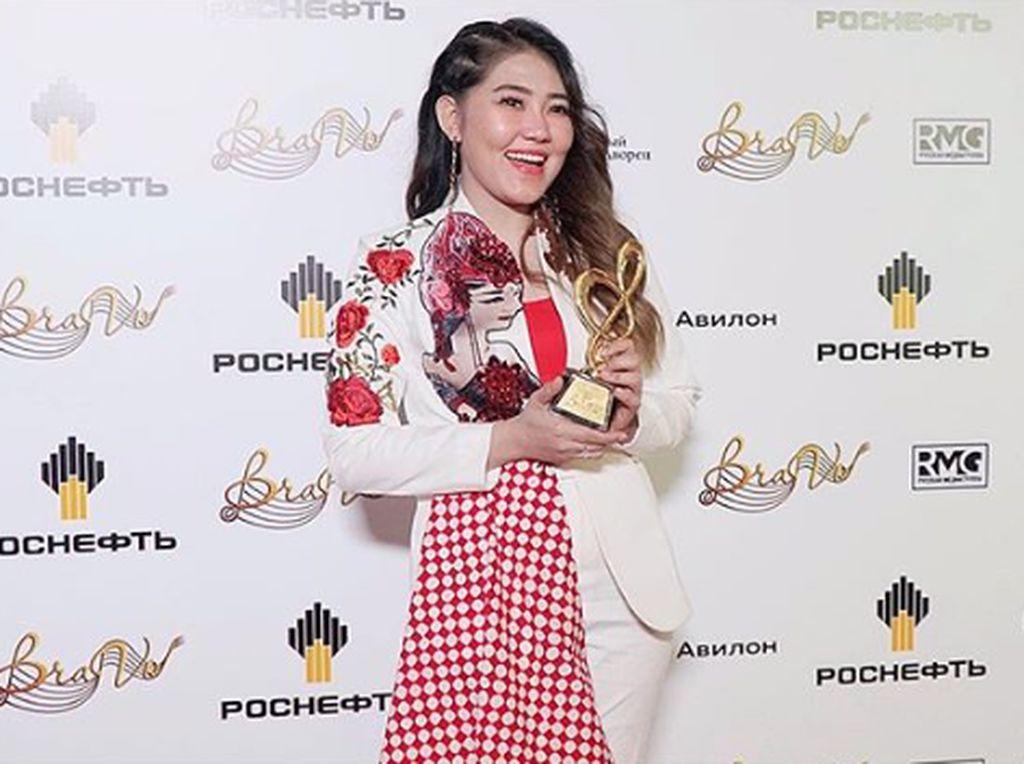 Selow Dibawa Via Vallen ke Rusia, Penyanyi Aslinya Rilis Lagu Baru