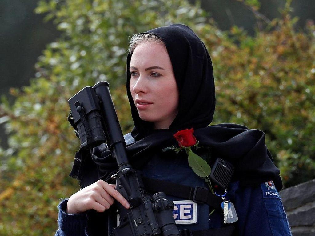 Aksi Solidaritas Warga New Zealand Pakai Kerudung Tuai Kontroversi