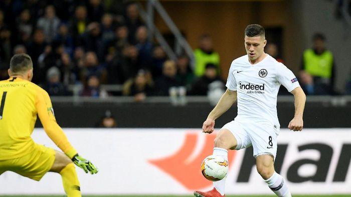 Luka Jovic tengah laris manis di bursa transfer saat ini (REUTERS/Daniele Mascolo)