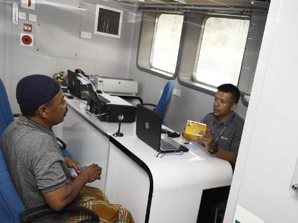 Bahagianya Masyarakat di Kepulauan NTT Bisa Nabung di Bank Terapung
