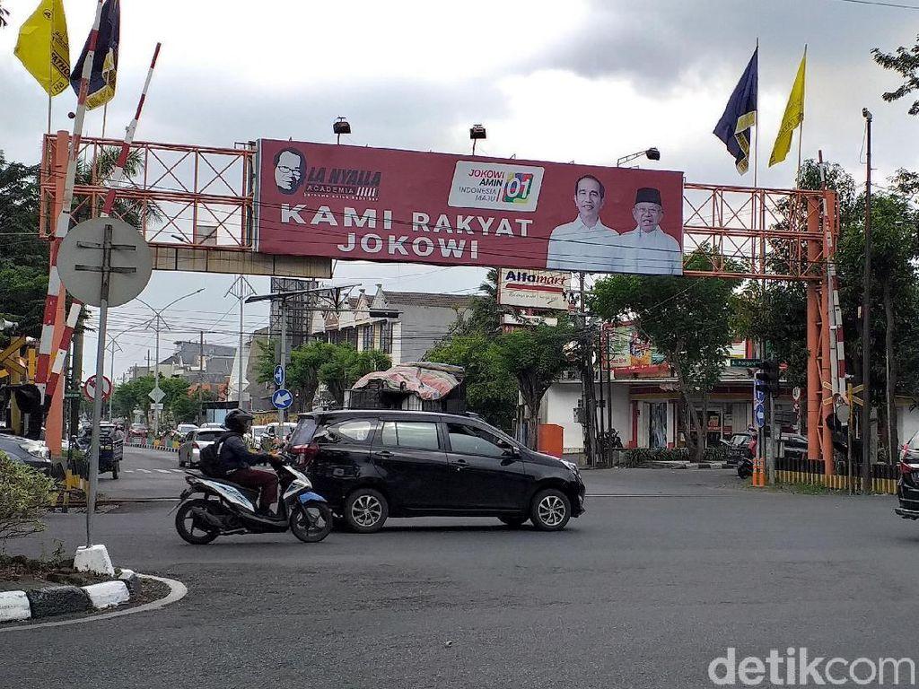 Tim Prabowo Soroti Spanduk Rakyat Jokowi di Jatim yang Diungkap Rocky
