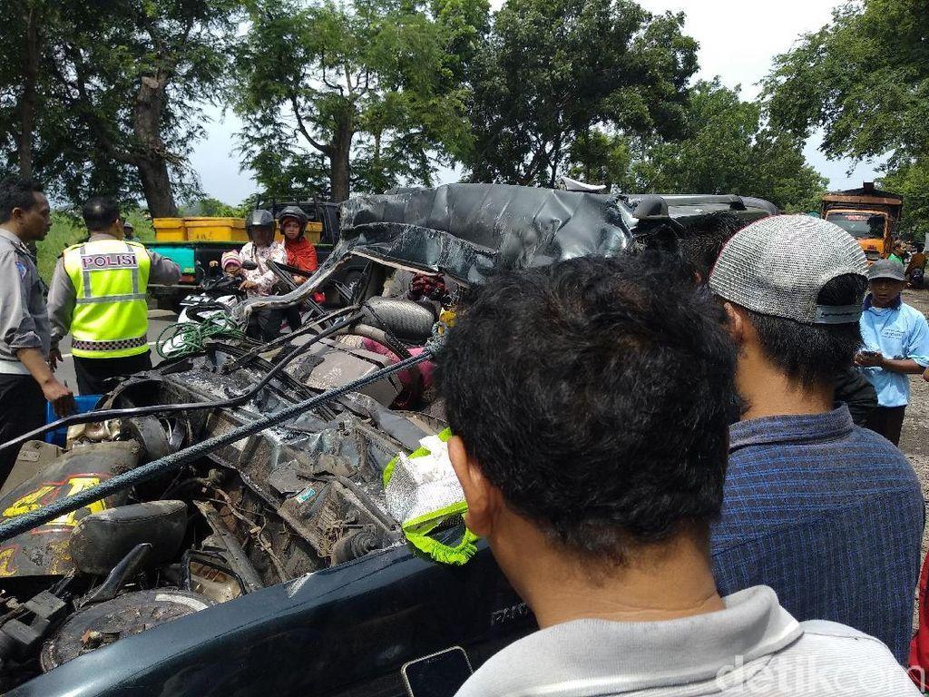 Berikut Identitas Korban MPV Tabrak Truk yang Tewaskan 6 Orang
