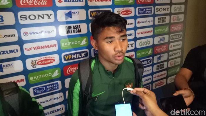 Bek Asnawi Mangkualam meminta Timnas Indonesia U-23 bangkit saat melawan Vietnam, usai dilumat Thailand empat gol di Kualifikasi Piala Asia U-23. (Foto: Randy Prasatya/detikcom)