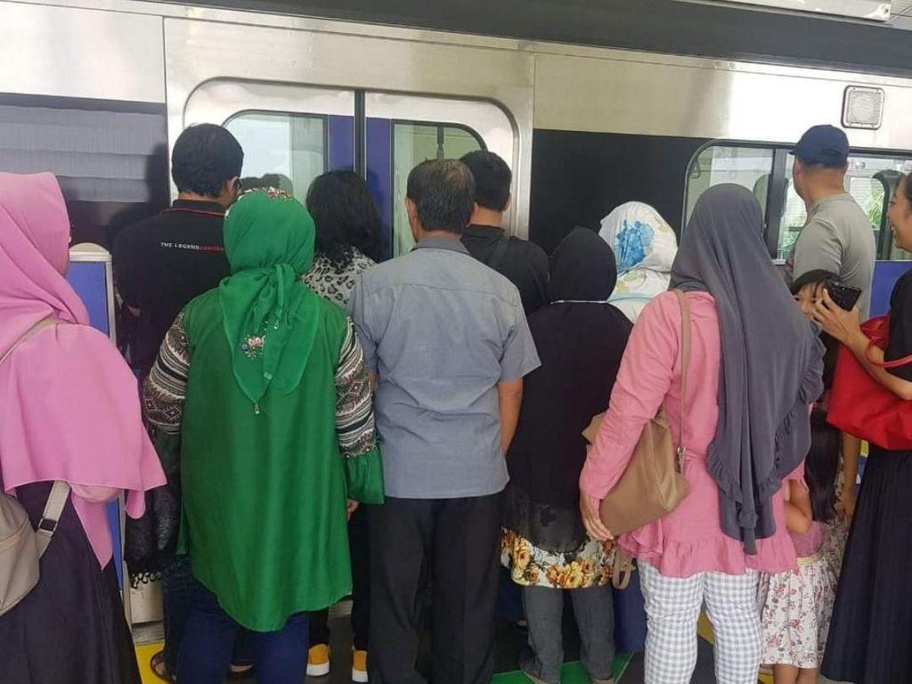 Pada Malas Antre Naik MRT, Kenapa Sih? Ini Kemungkinan Psikologisnya