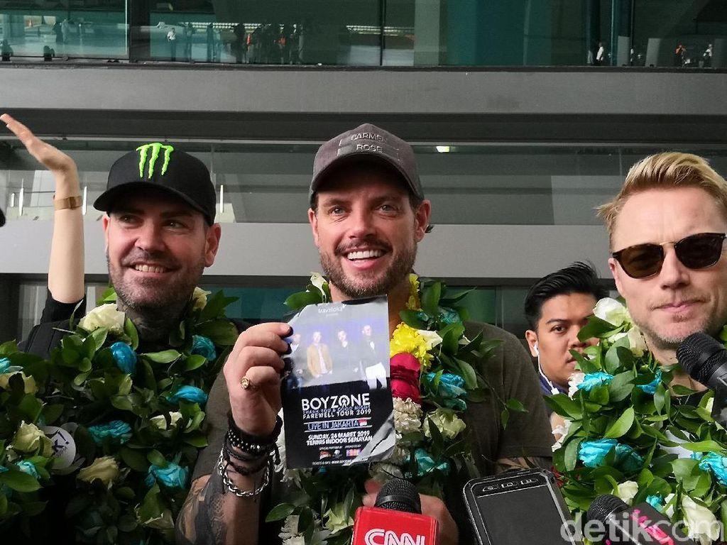 Tiba di Bandara Soetta, Boyzone Senang Bisa Kembali ke Indonesia