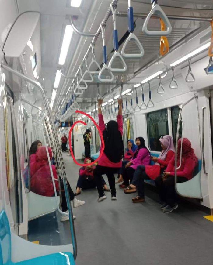 Belum diketahui di stasiun mana perilaku tersebut didapati, tapi yang pasti lokasinya ada di salah satu stasiun bawah tanah MRT Jakarta. (Istimewa)