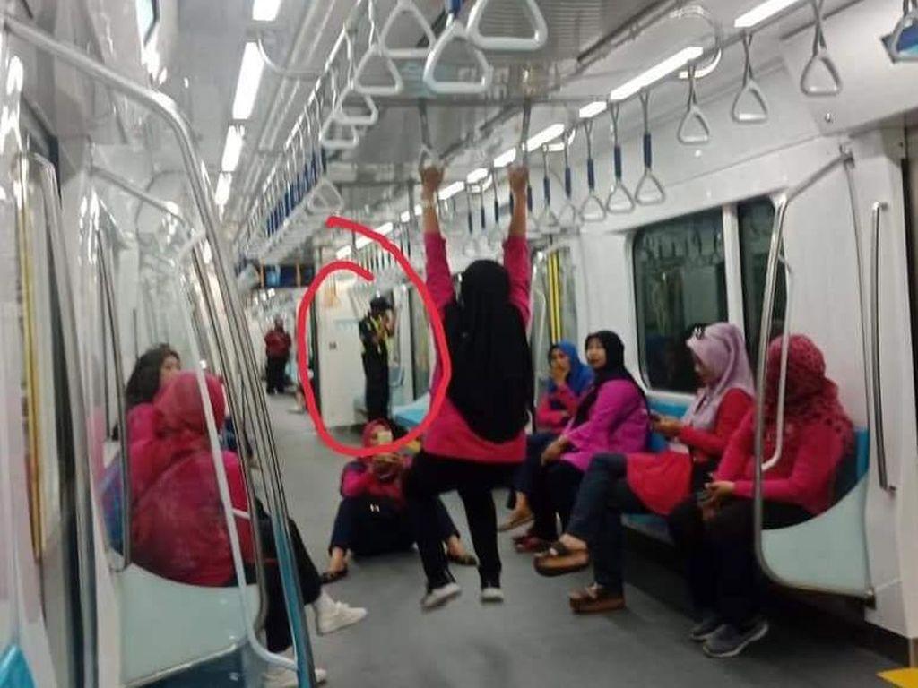Kacau! Kelakuan Penumpang MRT Ini Bikin Miris