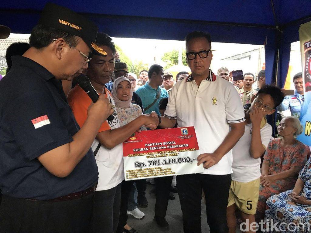 Mensos Beri Bantuan Rp 781 Juta untuk Korban Kebakaran Krukut Jakbar