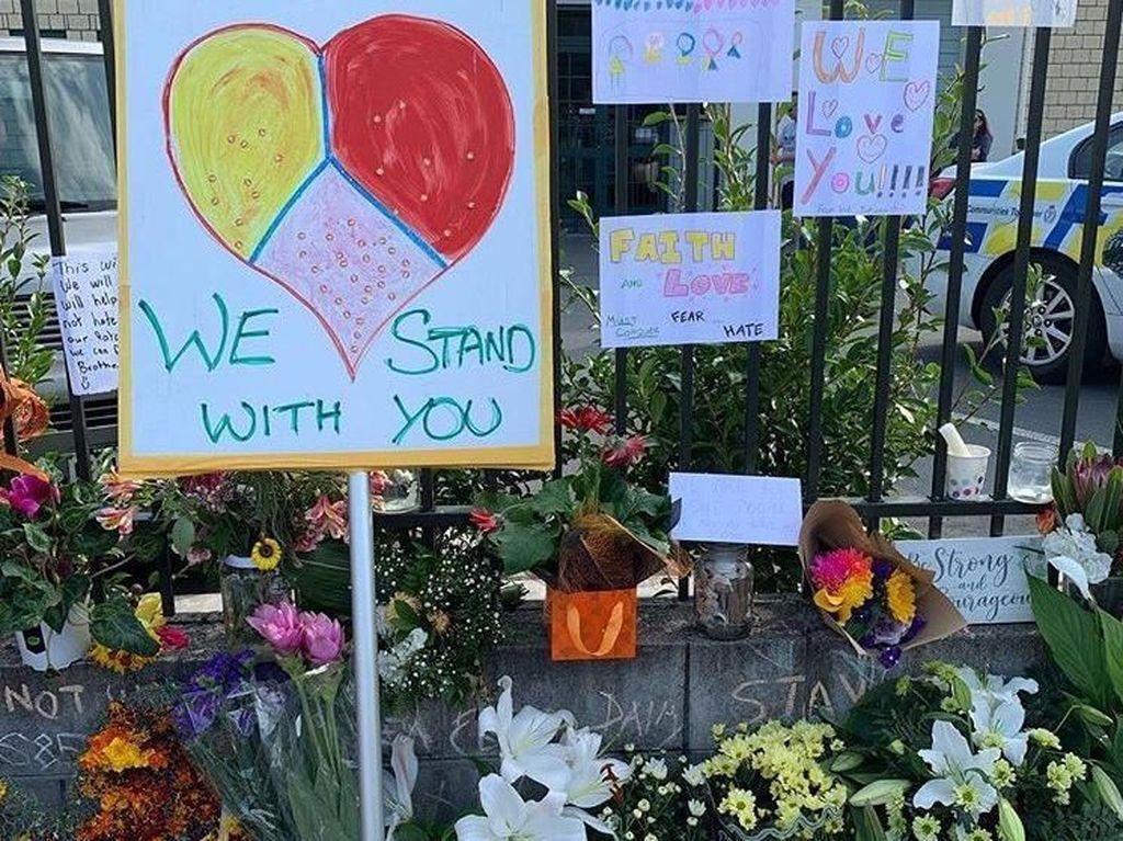 Deretan Surat Warga New Zealand untuk Kaum Muslim yang Getarkan Hati