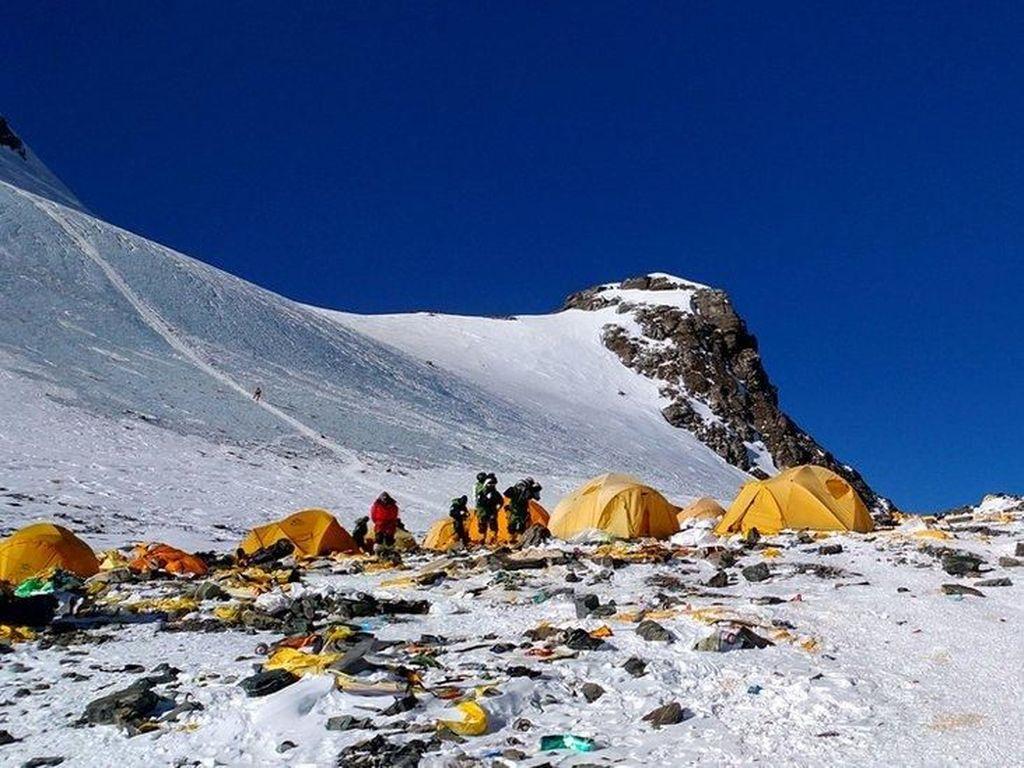 Nepal Terjunkan Tim Bersihkan Sampah dan Jasad Pendaki di Everest