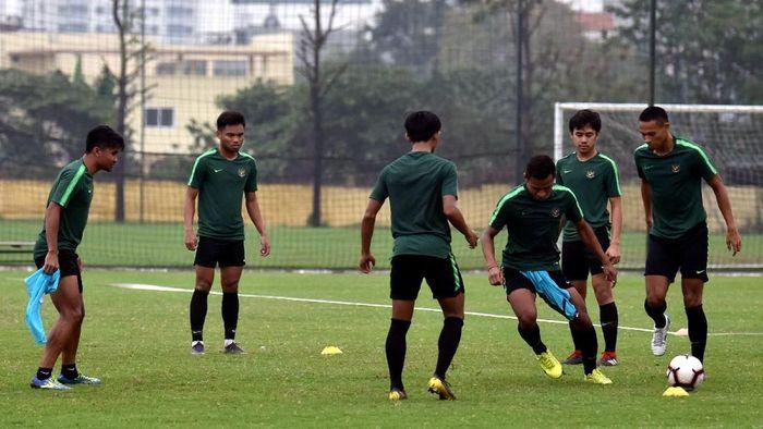 Timnas Indonesia U-23 berlatih di Hanoi. (R. Rekotomo/Antara)
