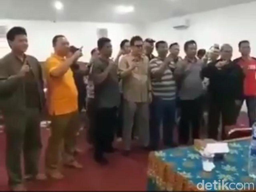 Tersebar Video Kades Dua Kecamatan di Sukabumi Dukung Jokowi