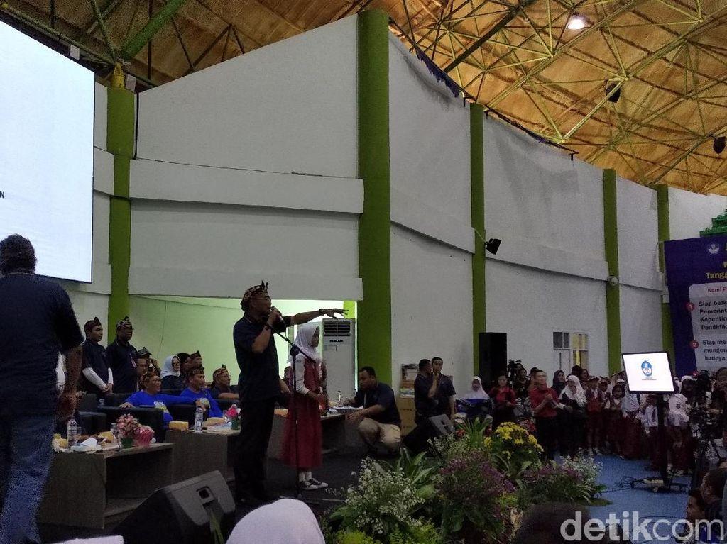 Mendikbud Pamer Kinerja di Depan Pelajar Bandung