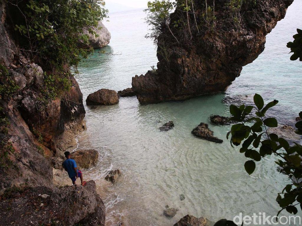 Indahnya Pantai Tanjung Mangga, Apalagi Bila Tanpa Spanduk Parpol
